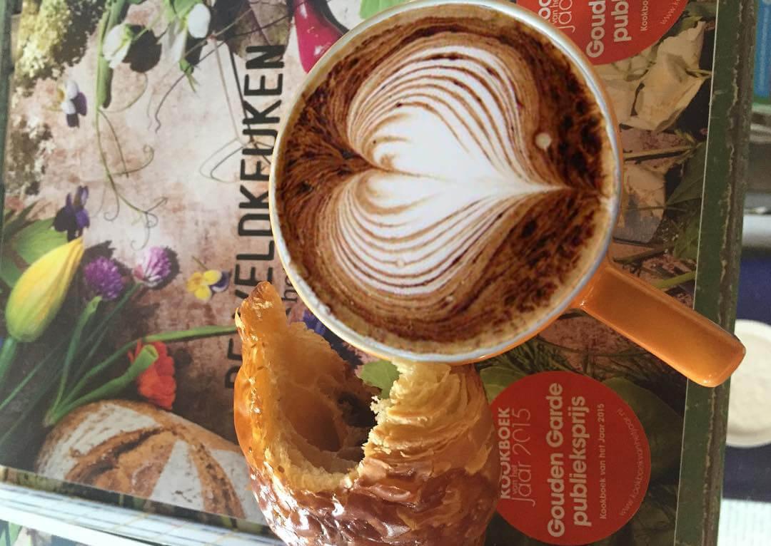 de veldkeuken latte art met hart