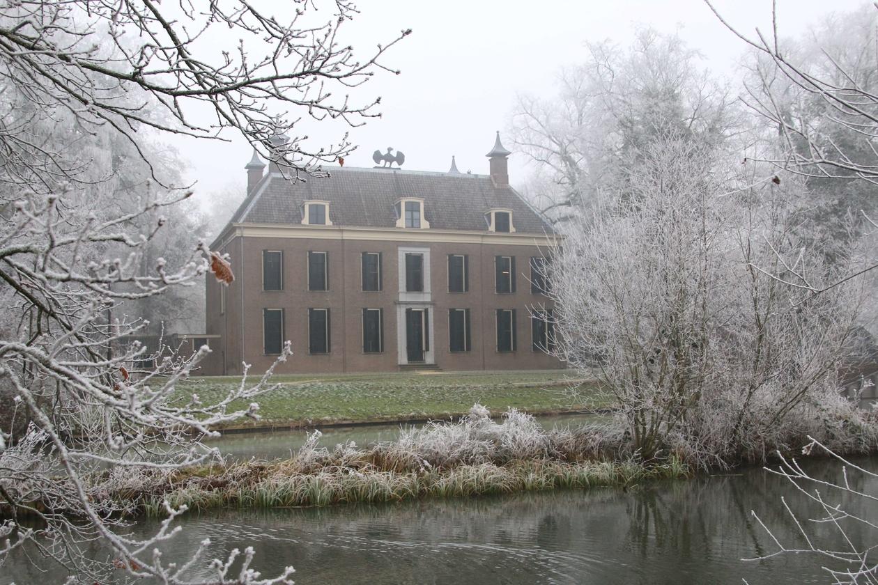 Huis Oud Amelisweerd in de winter.